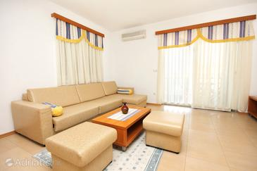 Kampor, Living room in the apartment, air condition available and WiFi.