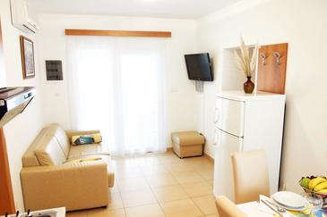 Kampor, Living room in the house, air condition available and WiFi.