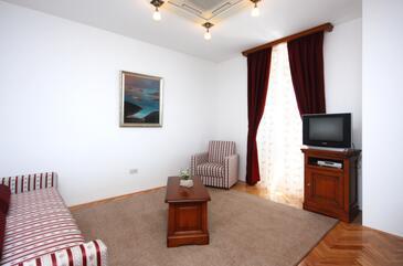 Tisno, Pokój dzienny w zakwaterowaniu typu room, Dostępna klimatyzacja i WiFi.