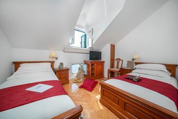 Tisno, Спальня в размещении типа room, доступный кондиционер и WiFi.