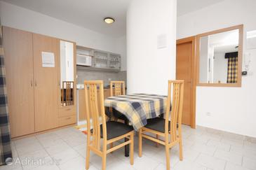 Betina, Dining room in the studio-apartment.