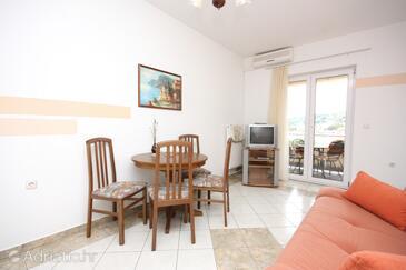 Tisno, Dining room in the apartment, dostupna klima, dopusteni kucni ljubimci i WIFI.