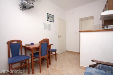 Hvar, Dining room in the apartment, dopusteni kucni ljubimci i WIFI.