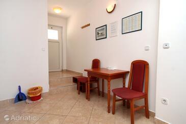 Hvar, Dining room in the studio-apartment, dopusteni kucni ljubimci i WIFI.