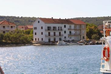 Neviđane, Pašman, Property 323 - Apartments near sea with pebble beach.