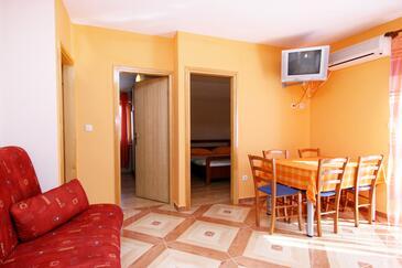 Krk, Dining room in the apartment, dostupna klima, dopusteni kucni ljubimci i WIFI.