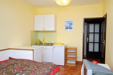 Jadranovo, Kitchen in the studio-apartment, WIFI.