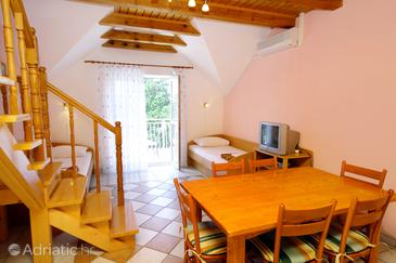 Jadranovo, Dining room in the apartment, air condition available and WiFi.