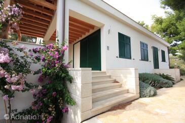 Milna, Brač, Property 3242 - Vacation Rentals by the sea.