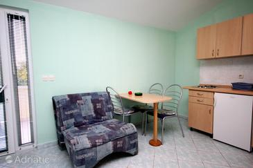 Zaton, Dining room in the studio-apartment, dopusteni kucni ljubimci i WIFI.