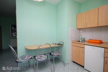 Zaton, Dining room in the studio-apartment, dostupna klima, dopusteni kucni ljubimci i WIFI.