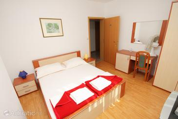 Vinjerac, Bedroom in the room, air condition available, (pet friendly) and WiFi.