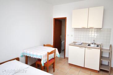 Rtina - Miletići, Salle à manger dans l'hébergement en type studio-apartment, WIFI.
