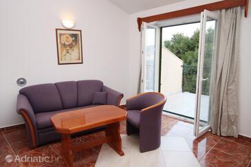Rogoznica, Obývací pokoj 1 v ubytování typu apartment, s klimatizací, domácí mazlíčci povoleni a WiFi.