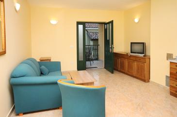 Rogoznica, Living room in the apartment, (pet friendly) and WiFi.