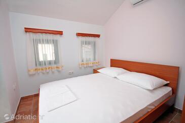 Rogoznica, Ložnice v ubytování typu room, s klimatizací, domácí mazlíčci povoleni a WiFi.