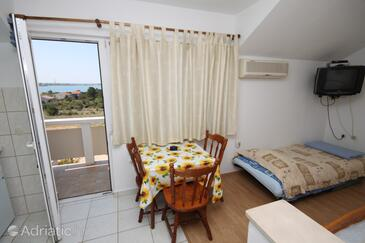 Vrsi - Mulo, Dining room in the studio-apartment, (pet friendly) and WiFi.
