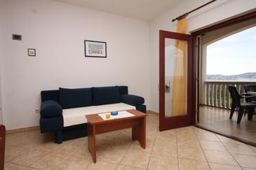 Biograd na Moru, Obývací pokoj v ubytování typu apartment, s klimatizací, domácí mazlíčci povoleni a WiFi.