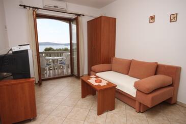 Biograd na Moru, Obývací pokoj v ubytování typu apartment, klimatizácia k dispozícii, domácí mazlíčci povoleni a WiFi.