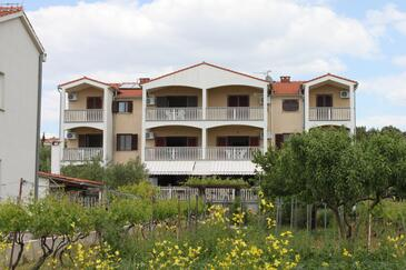 Biograd na Moru, Biograd, Property 3282 - Apartments near sea with pebble beach.