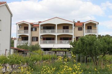 Biograd na Moru, Biograd, Property 3282 - Apartments near sea with pebble beach.
