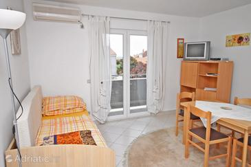 Petrčane, Living room in the apartment, air condition available and WiFi.