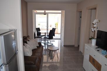 Petrčane, Obývací pokoj v ubytování typu apartment, s klimatizací a WiFi.