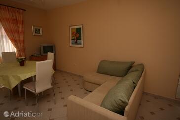 Novalja, Dnevni boravak u smještaju tipa apartment, dostupna klima, kućni ljubimci dozvoljeni i WiFi.