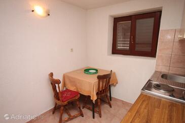 Metajna, Dining room in the apartment, dopusteni kucni ljubimci i WIFI.