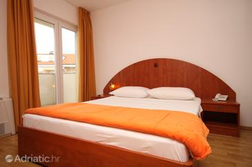 Novalja, Bedroom in the room, dostupna klima i WIFI.