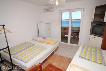 Povljana, Wohnzimmer in folgender Unterkunftsart apartment, Klimaanlage vorhanden, Haustiere erlaubt und WiFi.