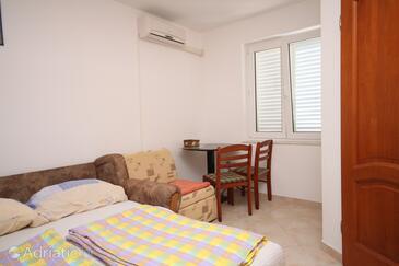 Povljana, Столовая в размещении типа studio-apartment, доступный кондиционер, Домашние животные допускаются и WiFi.