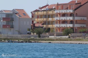 Povljana, Pag, Obiekt 3316 - Apartamenty przy morzu ze żwirową plażą.