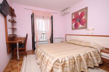 Seline, Bedroom in the room, dostupna klima, dopusteni kucni ljubimci i WIFI.