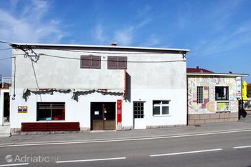 Starigrad, Paklenica, Property 3325 - Apartments near sea with pebble beach.
