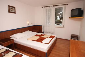Drašnice, Bedroom in the room, air condition available and WiFi.