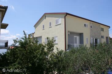 Starigrad, Paklenica, Property 3331 - Apartments and Rooms near sea with pebble beach.