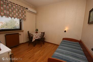 Funtana, Dining room in the apartment, dostupna klima.