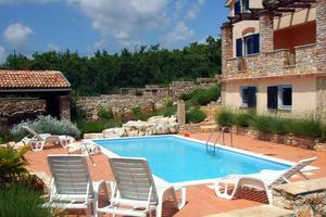Dom s bazénom pre rodinu Višnjan - Strpačići (Vnútrozemie Istrie - Središnja Istra) - 3351