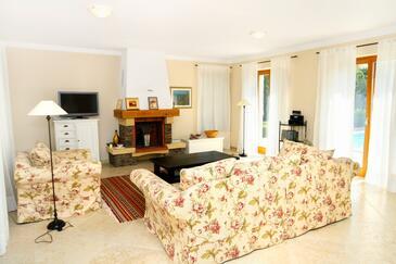 Karigador, Pokój dzienny w zakwaterowaniu typu house, dostupna klima i WIFI.