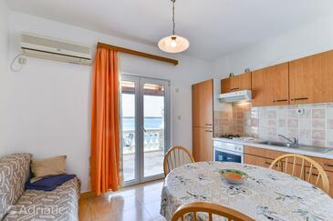 Tkon, Jedáleň v ubytovacej jednotke apartment, klimatizácia k dispozícii a WiFi.