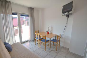 Novigrad, Jídelna v ubytování typu apartment, domácí mazlíčci povoleni a WiFi.