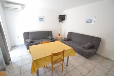 Novigrad, Jedáleň v ubytovacej jednotke apartment, klimatizácia k dispozícii, domáci miláčikovia povolení a WiFi.