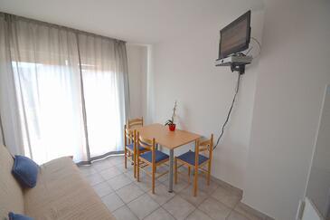 Novigrad, Jedáleň v ubytovacej jednotke apartment, domáci miláčikovia povolení a WiFi.