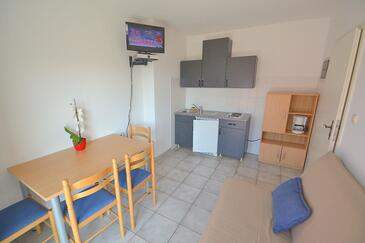 Novigrad, Dining room in the apartment, dostupna klima, dopusteni kucni ljubimci i WIFI.