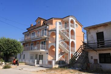 Novigrad, Novigrad, Objekt 3361 - Ubytovanie s kamienkovou plážou.