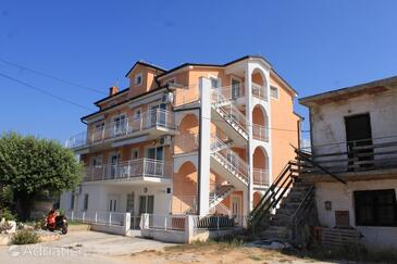 Novigrad, Novigrad, Property 3361 - Apartments with pebble beach.