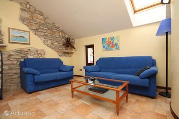 Novigrad, Obývací pokoj v ubytování typu house, dostupna klima, dopusteni kucni ljubimci i WIFI.