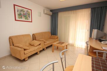 Umag, Living room in the apartment, dostupna klima i WIFI.