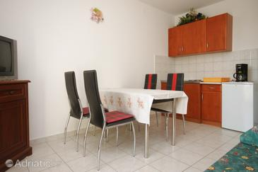 Medulin, Dining room in the apartment, dostupna klima i dopusteni kucni ljubimci.